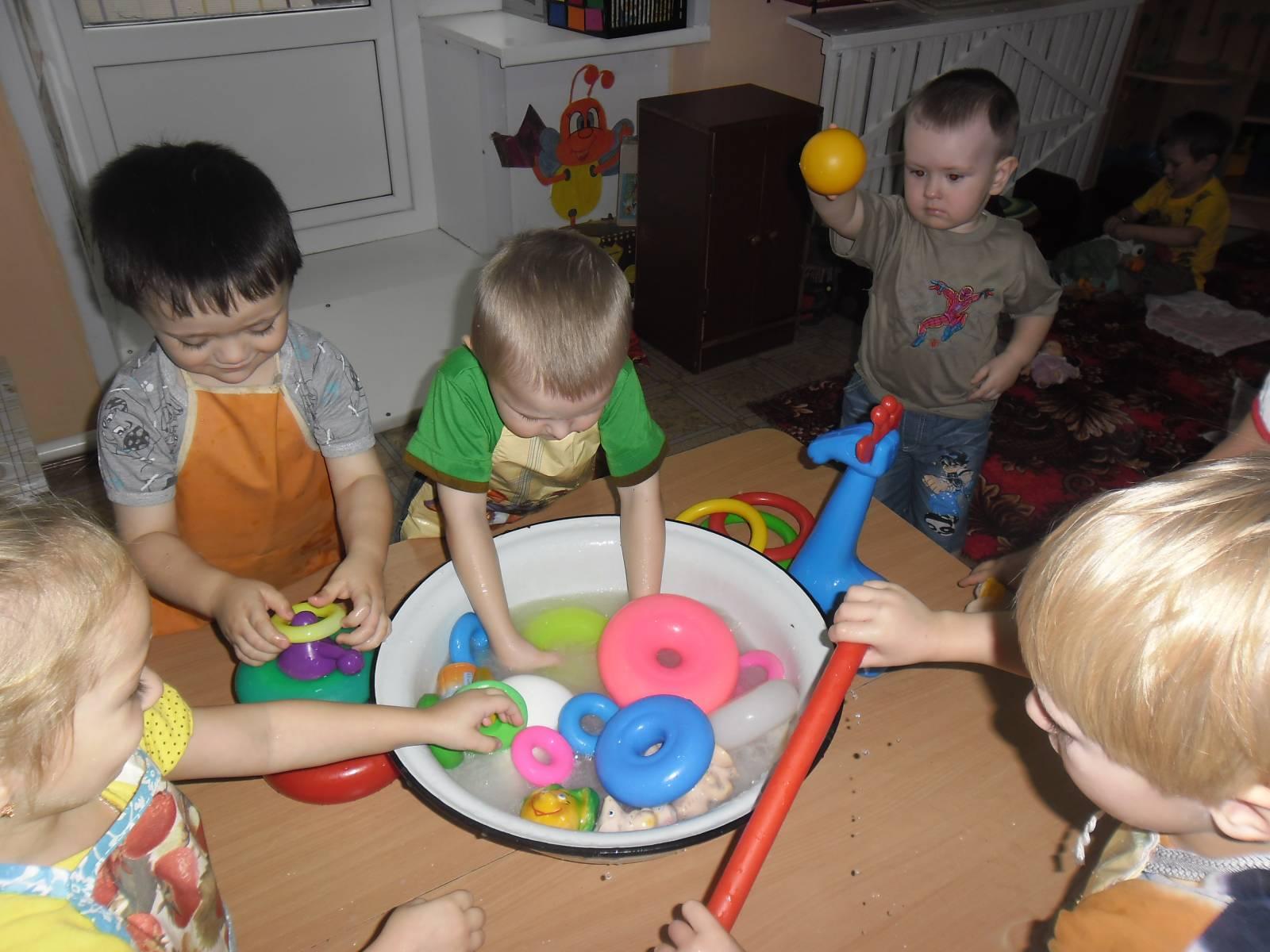 Фото детей в детском саду с игрушками